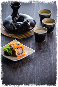 japanese tea and sushi roll